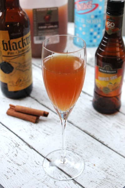 Apple Cider Rum Punch is a perfect cocktail for the fall| www.tastyoasis.net