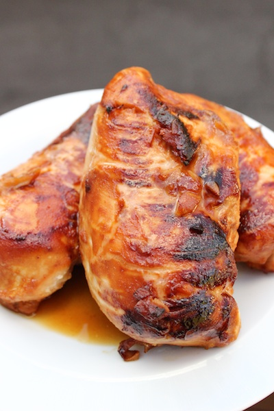 Honey Miso Chicken is a quick and easy weeknight dinner that's healthy and company worthy| www.tastyoasis.net