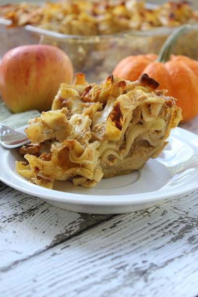 This Pumpkin Apple Noodle Kugel is a warm and creamy pudding that includes all the best flavors of fall. Easy to prepare, it's a non-traditional take on a Jewish holiday favorite, and is perfect for breakfast, afternoon tea and especially dessert. | www.tastyoasis.net