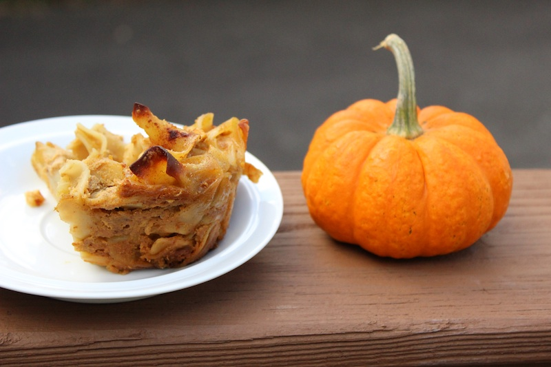 Pumpkin Apple Noodle Kugel is a taste of fall and perfect for breakfast or dessert| www.tastyoasis.net