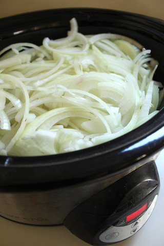 These Slow Cooker Caramelized Onions take less than ten minutes of prep work, and result in a sweet flavorful yield that can be used in a variety of dishes. Make a big batch, then freeze small packages for last minute cooking. | www.tastyoasis.net