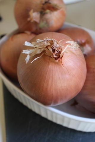 Onions: These Slow Cooker Caramelized Onions take less than ten minutes of prep work, and result in a sweet flavorful yield that can be used in a variety of dishes. Make a big batch, then freeze small packages for last minute cooking. | www.tastyoasis.net